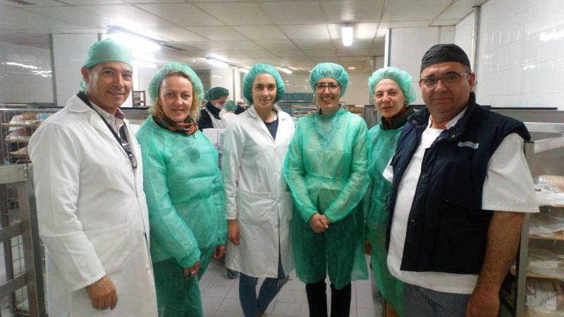 La Asociación de Celíacos visita la cocina libre de alérgenos del Hospital Virgen de las Nieves